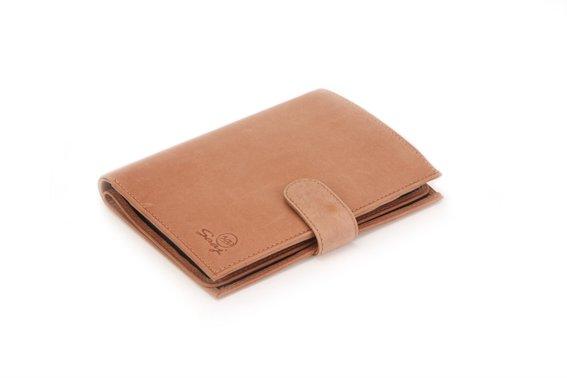 Sebuah dompet untuk menyimpan uang tunai
