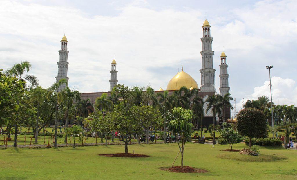 5 Kemegahan Masjid Kubah Emas Depok