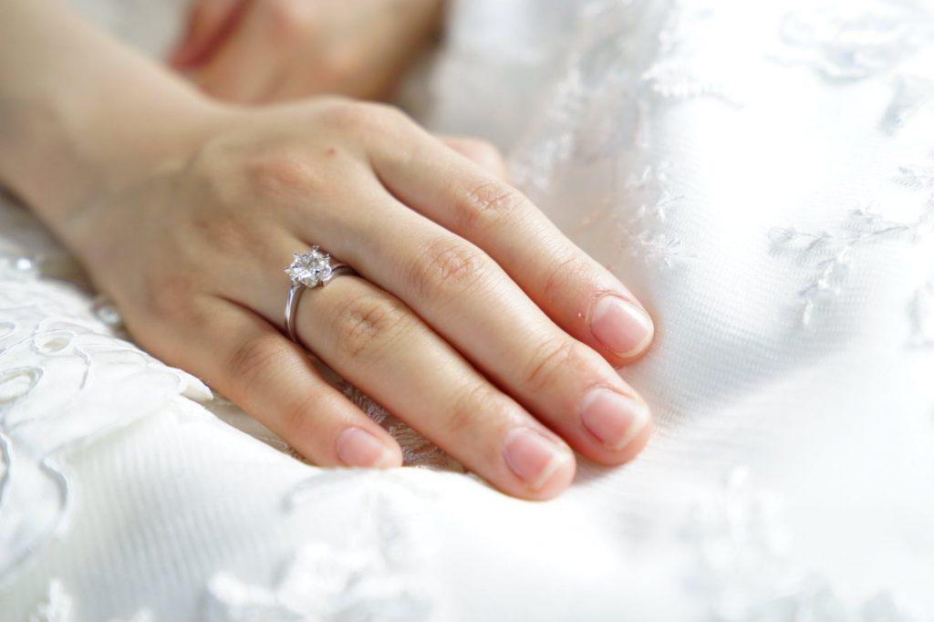 Moissanite, Alternatif Cincin Nikah untuk Menghemat Biaya Pernikahan