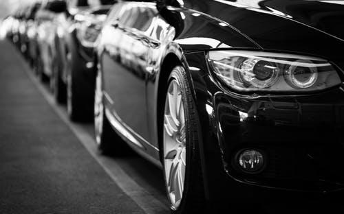 Pasar Otomotif Melemah, Saham Astra Berada di Titik Terendah
