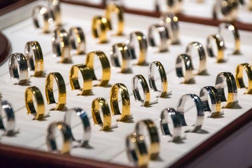 Mau Berburu Perhiasaan Emas Baru? Toko Emas Gajah Tempatnya