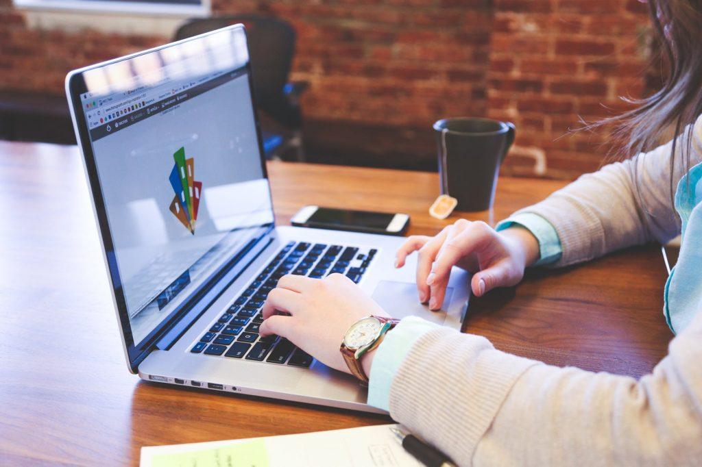 Kesenjangan Teori Desain Bikin Logo dengan Implementasinya