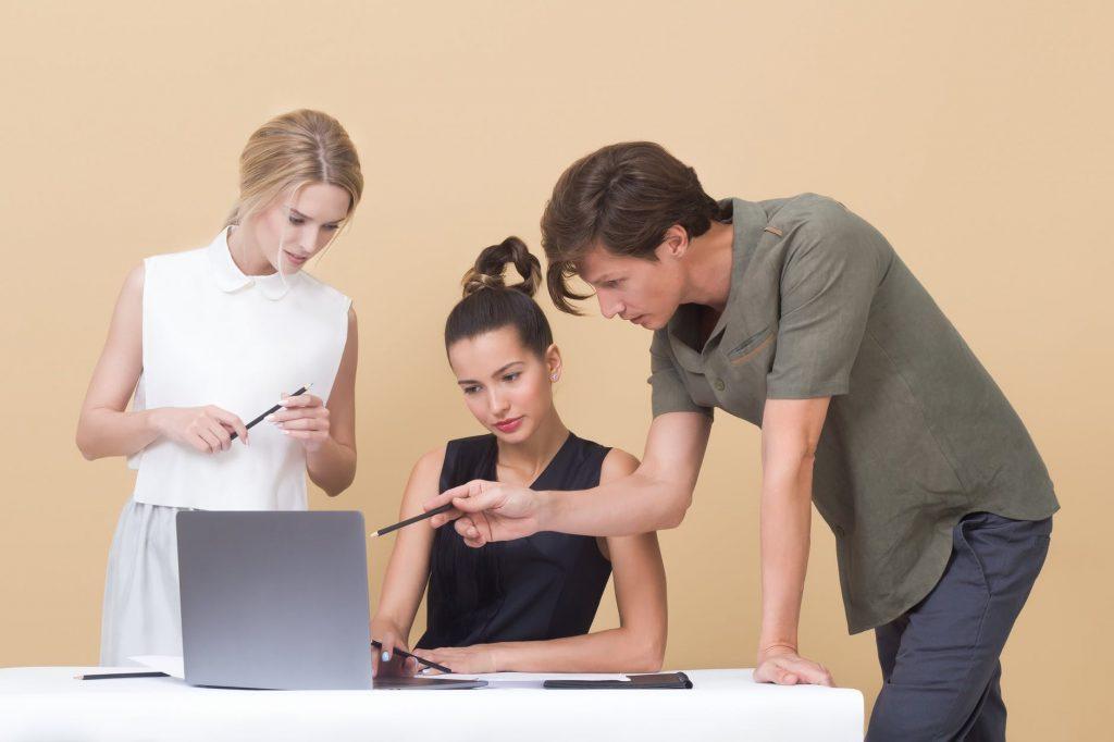Pengaruh Aktivitas Non-Stop e-commerce pada Produktivitas