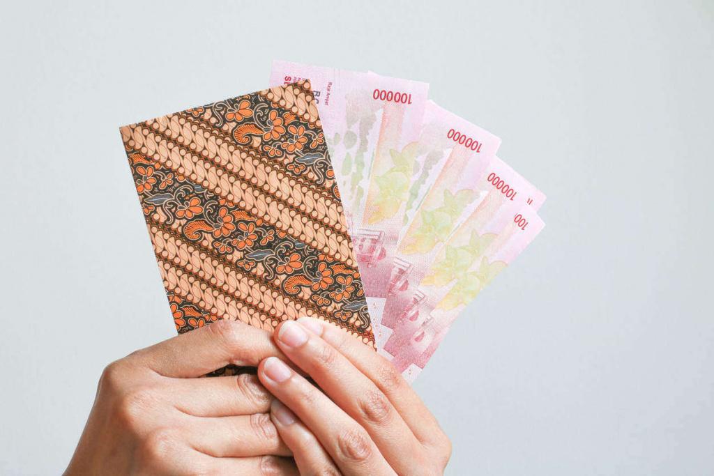 mendistribusikan uang thr