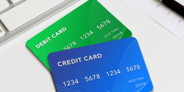 perbedaan kartu kredit dan debit