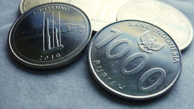 mata uang logam