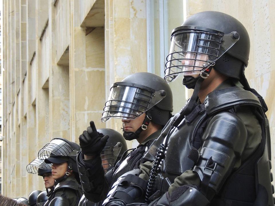 pangkat polisi dan gajinya
