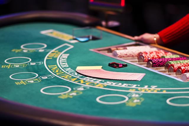 mengunjungi kasino