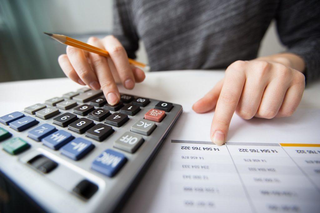 Definisi akuntansi syariah punya perbedaan dengan akuntansi konvensiona yang meliputi perbedaan prinsip dasar, tujuan hingga standar implementasi.