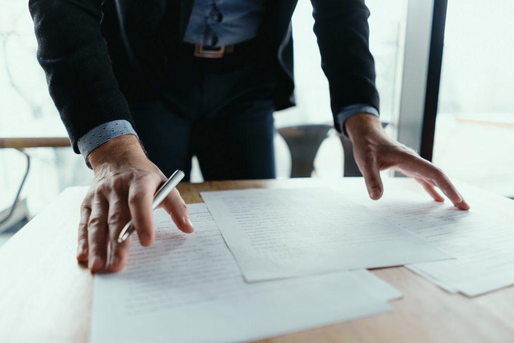 Paklaring adalah surat resmi pernyataan masa kerja dan kondisi seseorang yang dirilis perusahaan, dan menjadi dokumen kunci pencairan dana JHT BPJS Ketenagakerjaan