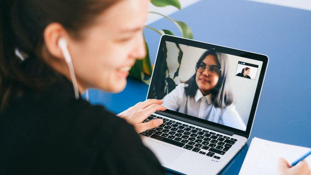 Cara Berkomunikasi yang Baik Saat Meeting Online