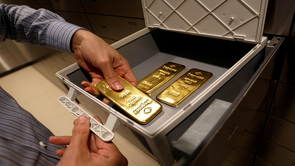 menyimpan emas
