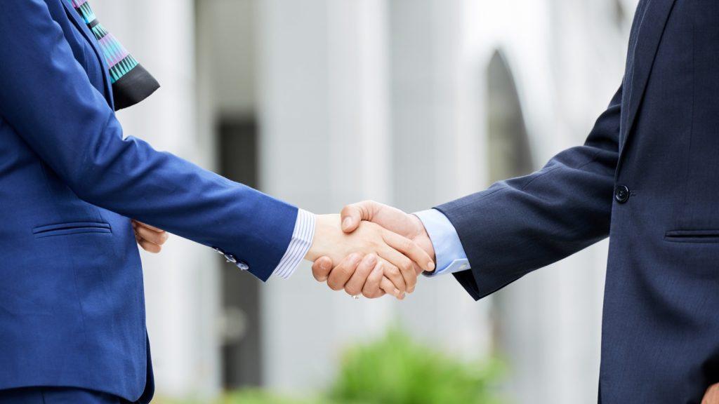 Perdagangan antar negara bisa dilakukan antara dua negara/beberapa negara sekaligus, dikenal juga dengan nama bilateral. Apa kelebihan dan keuntungannya?