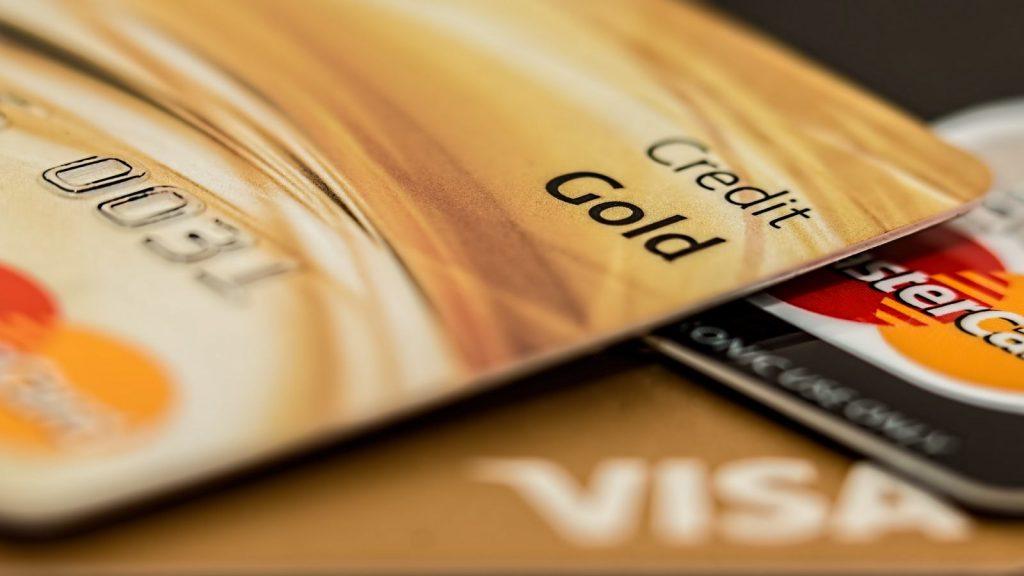 Ilsutrasi menutup kartu kredit