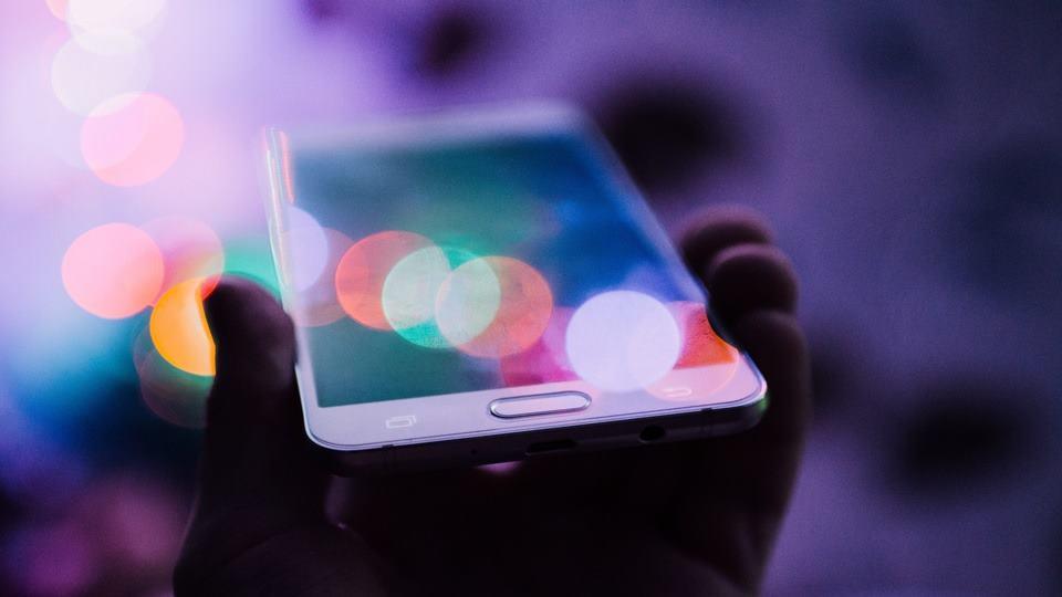 Sebuah ponsel pintar.
